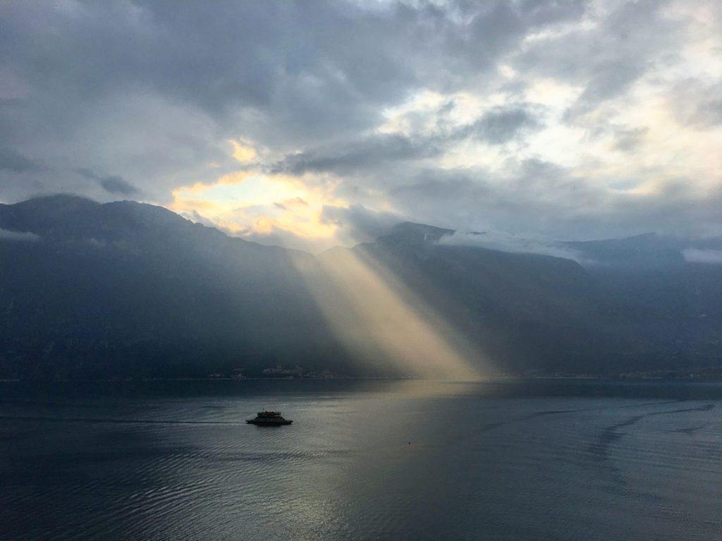 Limone sul Garda – Morgensonne als Lichtschrift
