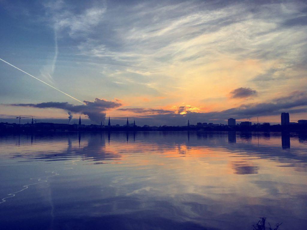 Hamburg, Skyline mit Wolkenschauspiel
